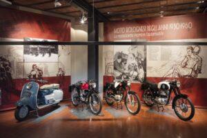 locandina di Mostra moto bolognesi degli anni 1950-1960, la motocicletta incontra l'automobile